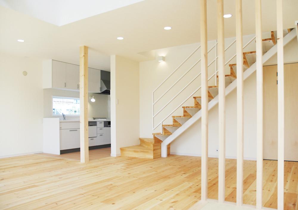 白いドアの注文住宅シンプルボックス06