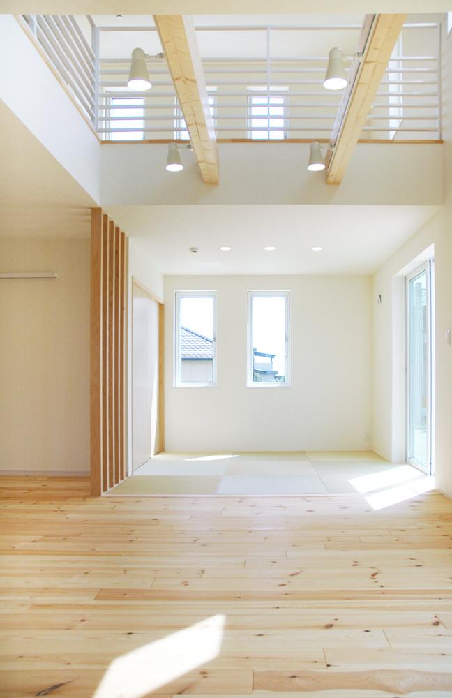 白いドアの注文住宅シンプルボックス07