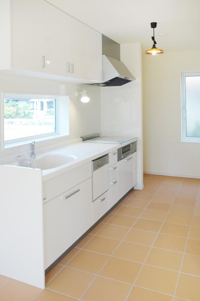 白いドアの注文住宅シンプルボックス08