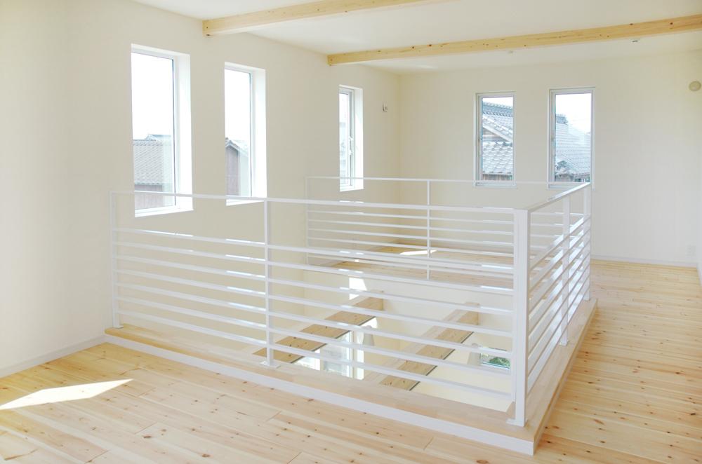 白いドアの注文住宅シンプルボックス09
