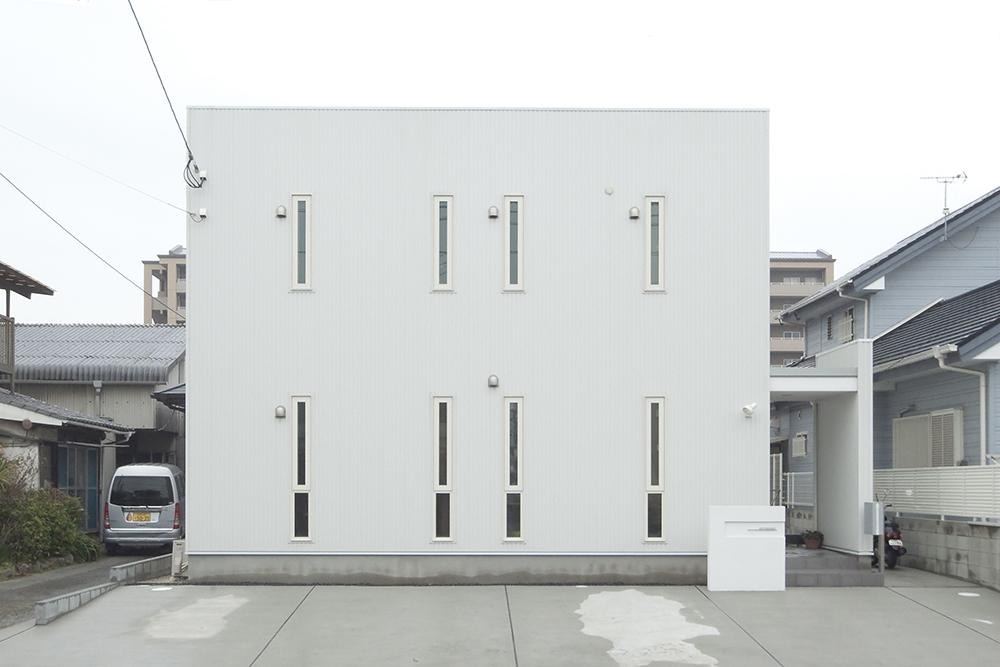 白を基調に明るい空間01