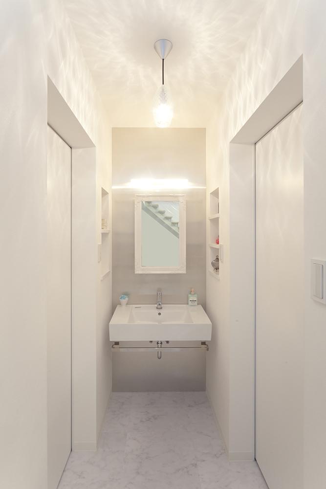 白を基調に明るい空間10