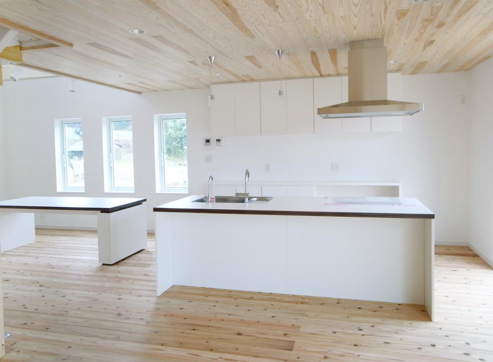 板張り内装の注文住宅Simple Box10