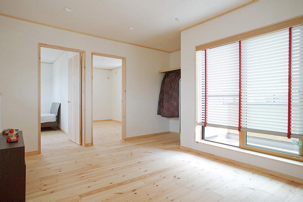木の質感を活かした塗り壁の注文住宅HARMONY04