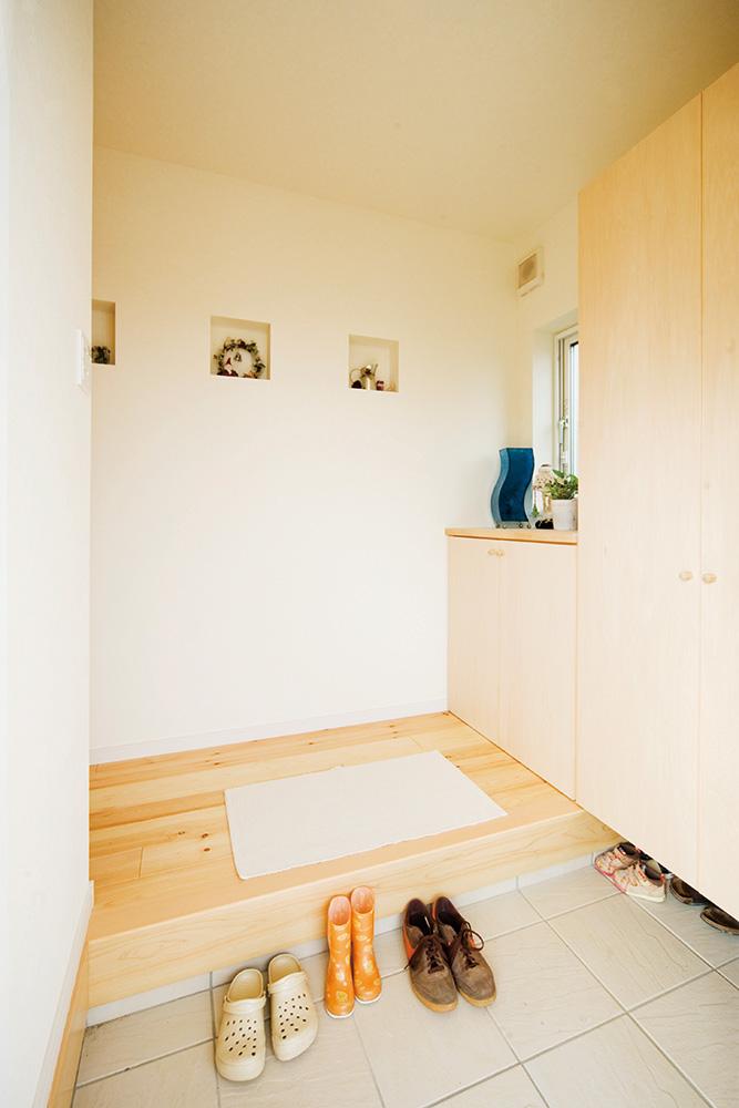 白いドアの注文住宅シンプルボックス03