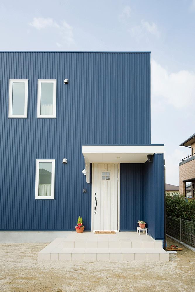 白いドアの注文住宅シンプルボックス02