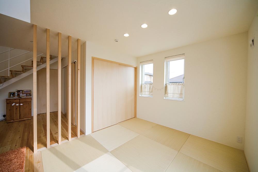 白いドアの注文住宅シンプルボックス04