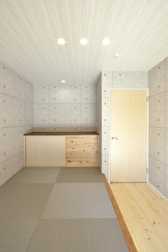 トーヨーキッチンとアクセントクロスがある注文住宅Simple Box04