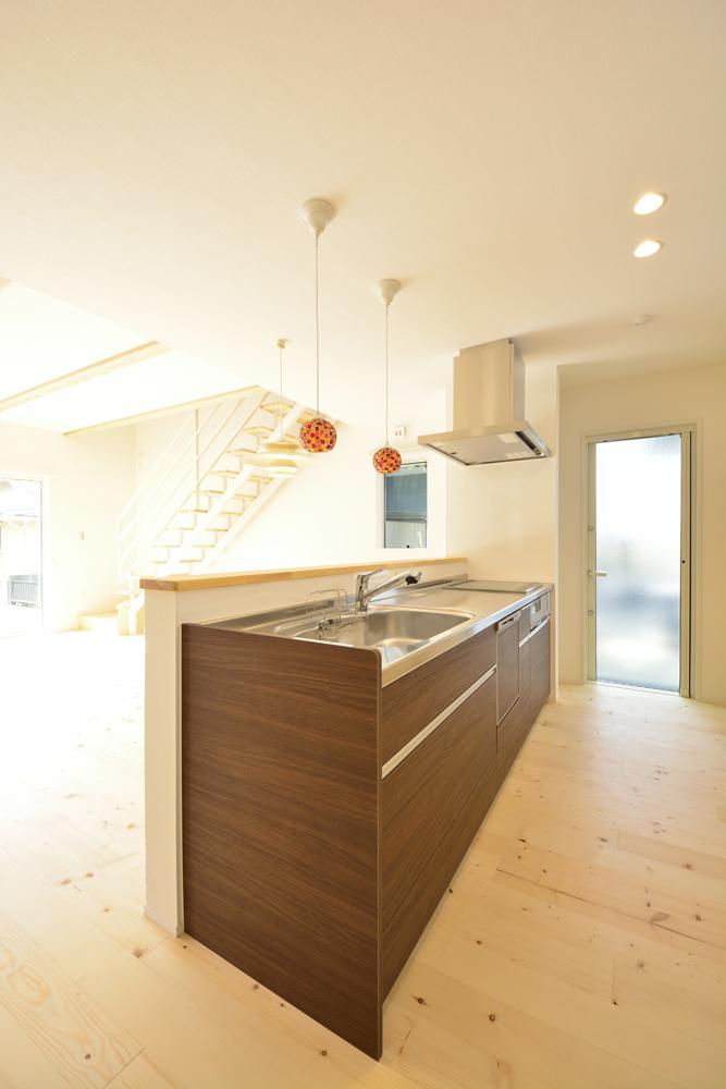 シューズクロークと広いLDKの注文住宅Simple Box02