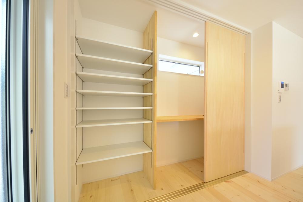シューズクロークと広いLDKの注文住宅Simple Box04