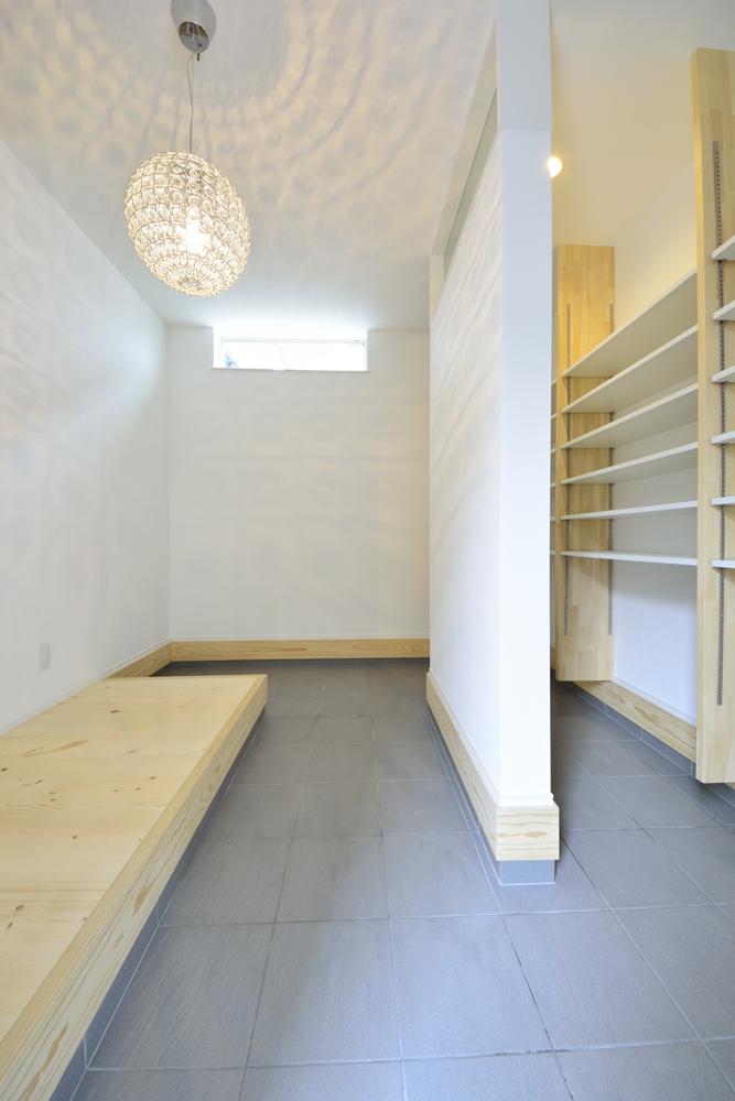 シューズクロークと広いLDKの注文住宅Simple Box07