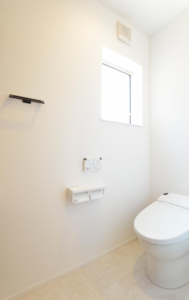 ネイビーの和室と大きなフリースペースのある注文住宅Simple Box+Box20