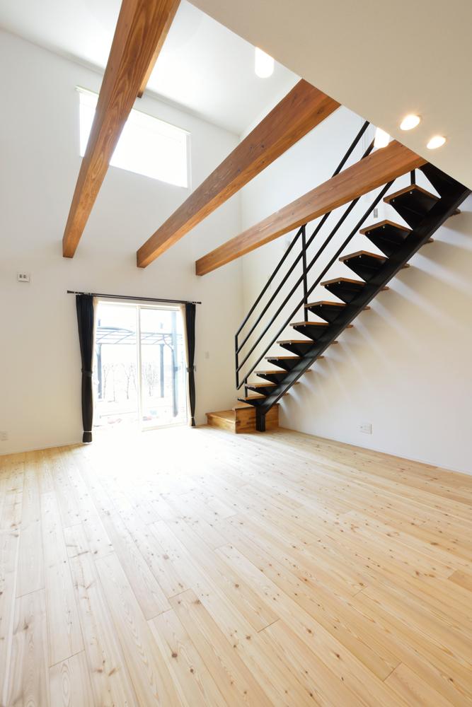 ネイビーの和室と大きなフリースペースのある注文住宅Simple Box+Box03