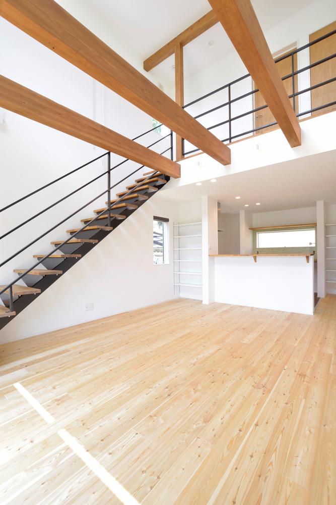 ネイビーの和室と大きなフリースペースのある注文住宅Simple Box+Box04