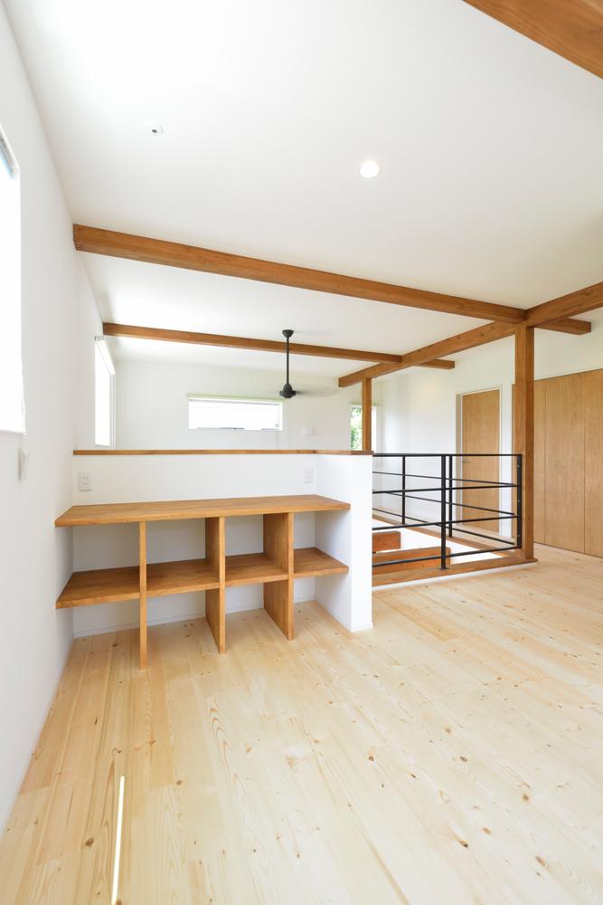 ネイビーの和室と大きなフリースペースのある注文住宅Simple Box+Box13