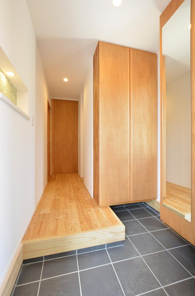 ネイビーの和室と大きなフリースペースのある注文住宅Simple Box+Box14