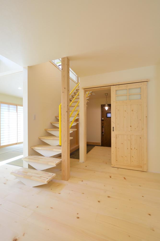 リビングと玄関をやさしく結ぶ、注文住宅Simple Box03