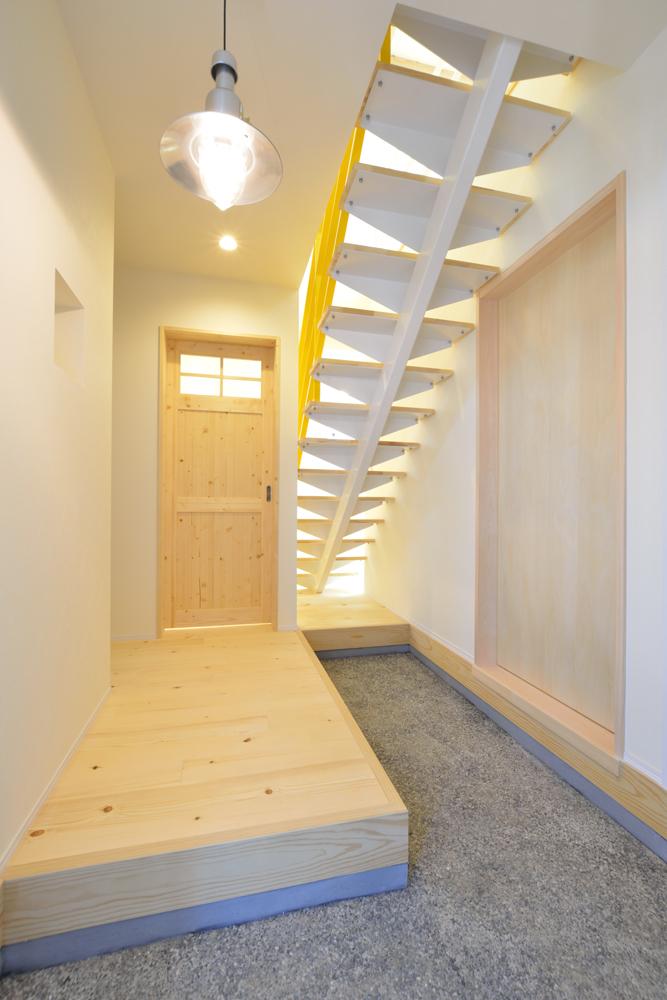 リビングと玄関をやさしく結ぶ、注文住宅Simple Box05