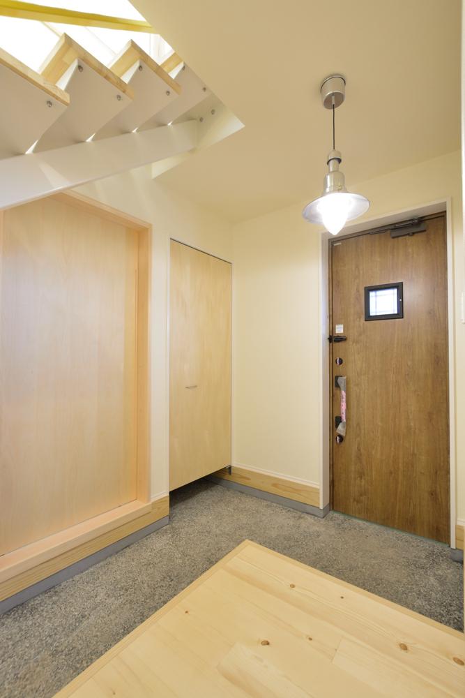 リビングと玄関をやさしく結ぶ、注文住宅Simple Box06
