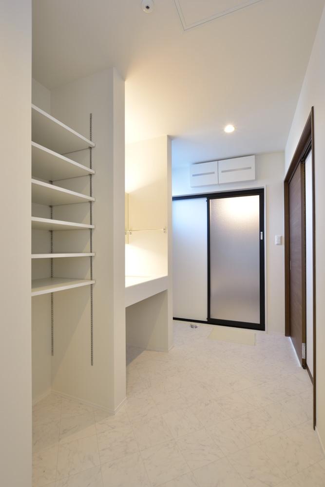 本棚+階段のある平屋、注文住宅 HARMONY16