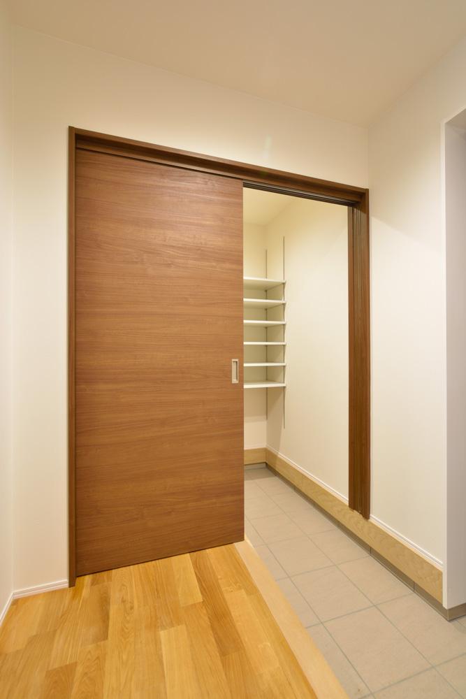 本棚+階段のある平屋、注文住宅 HARMONY13