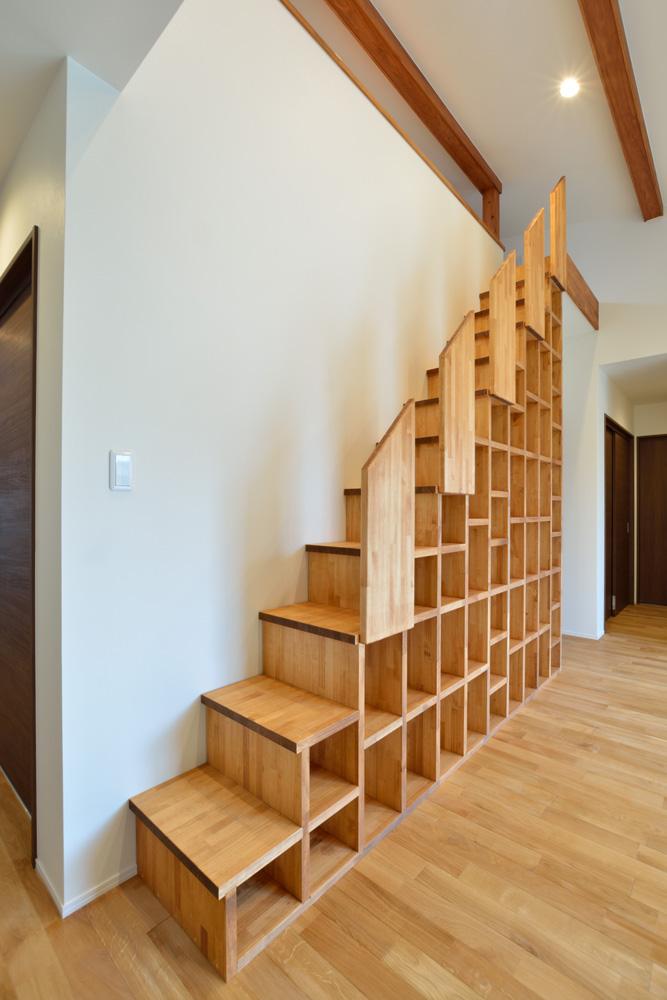 本棚+階段のある平屋、注文住宅 HARMONY02