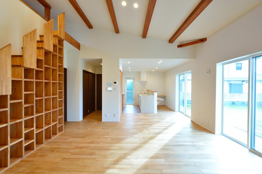 本棚+階段のある平屋、注文住宅 HARMONY03