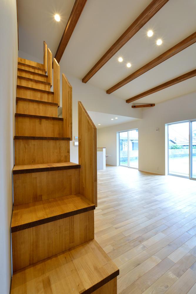 本棚+階段のある平屋、注文住宅 HARMONY04
