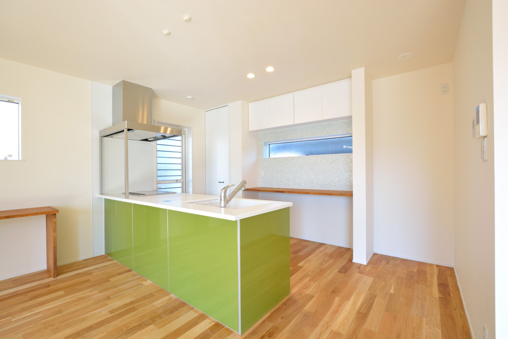 小上がりの和室と広いLDKのある完全オーダーメイドの注文住宅05