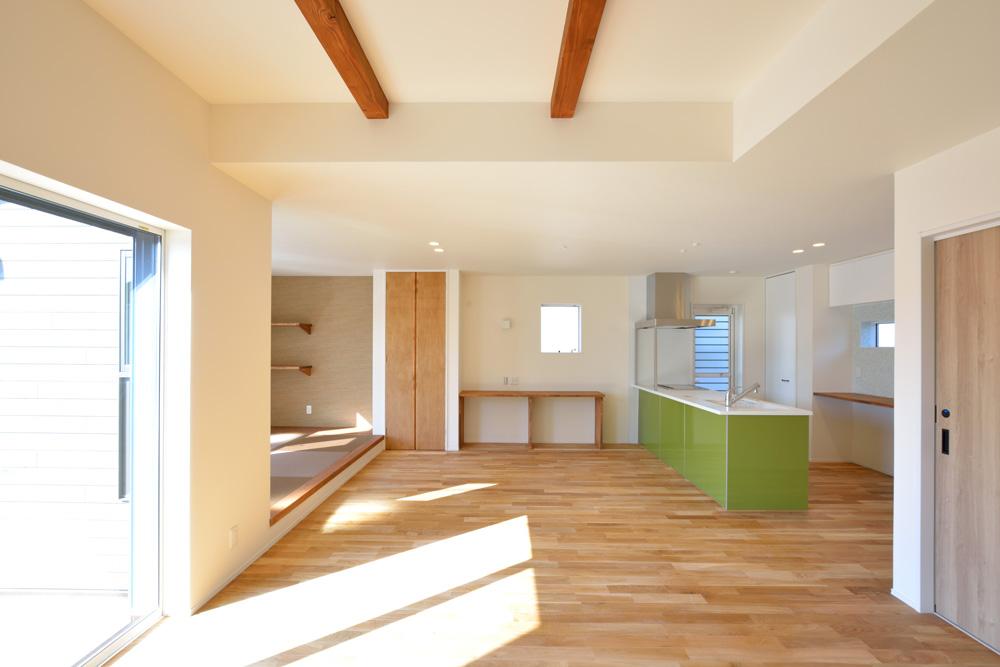 小上がりの和室と広いLDKのある完全オーダーメイドの注文住宅01