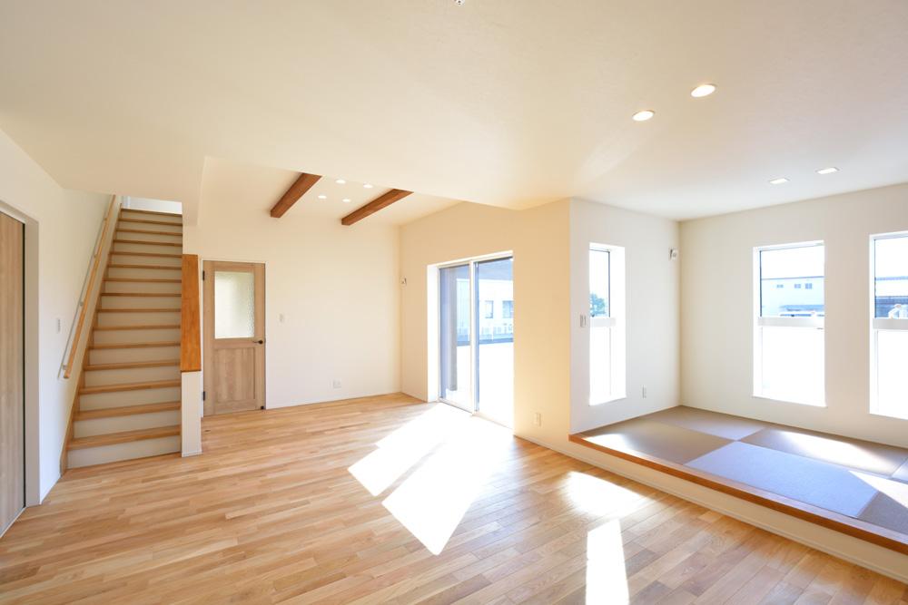 小上がりの和室と広いLDKのある完全オーダーメイドの注文住宅02