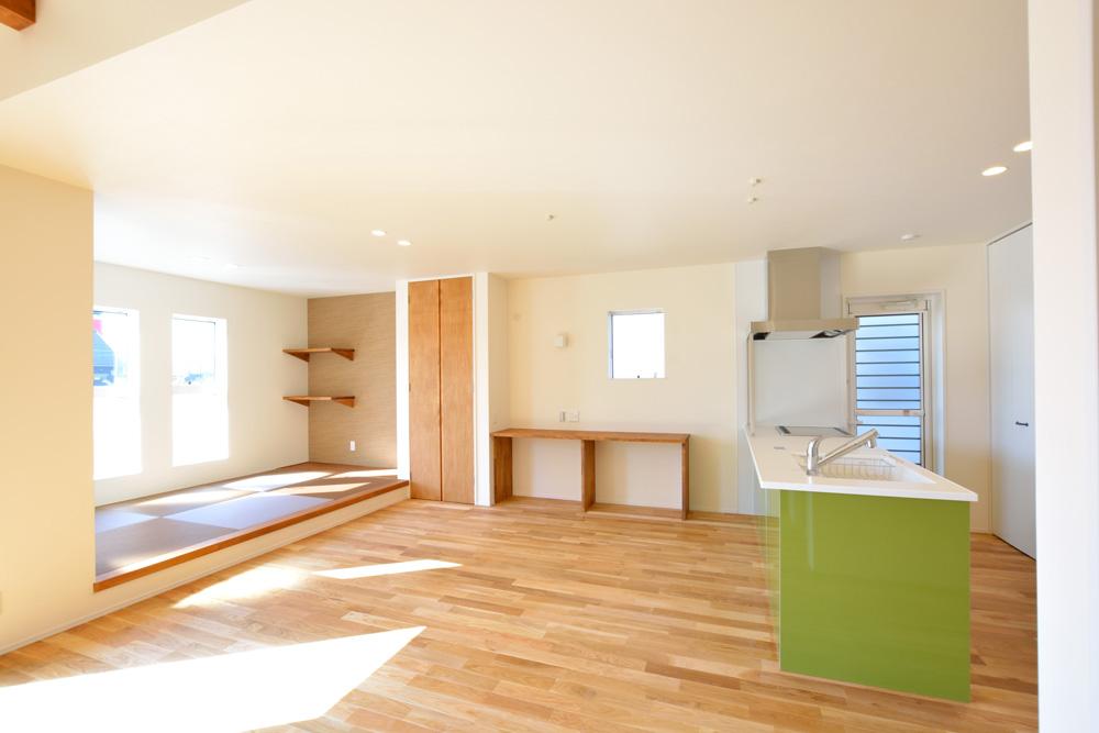 小上がりの和室と広いLDKのある完全オーダーメイドの注文住宅03