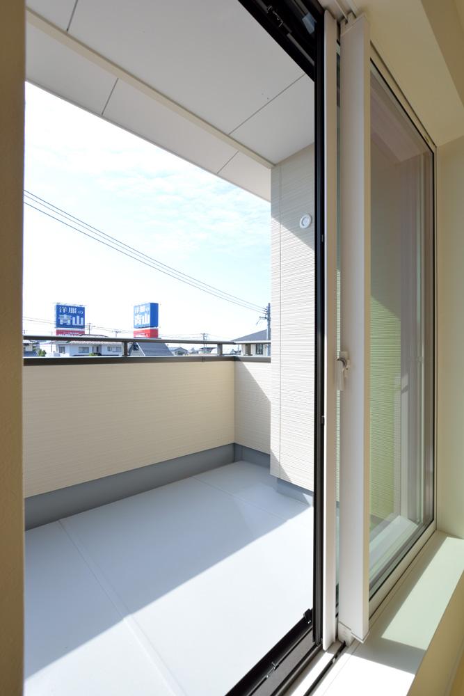 小上がりの和室と広いLDKのある完全オーダーメイドの注文住宅11
