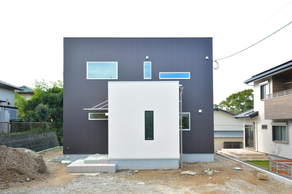 塗り壁をアクセントにした注文住宅 Simple Box+Box01