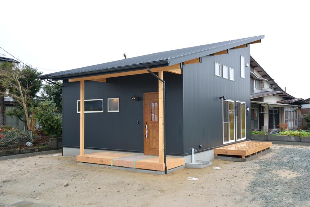 ホームラボ注文住宅の黒いLOAFER01
