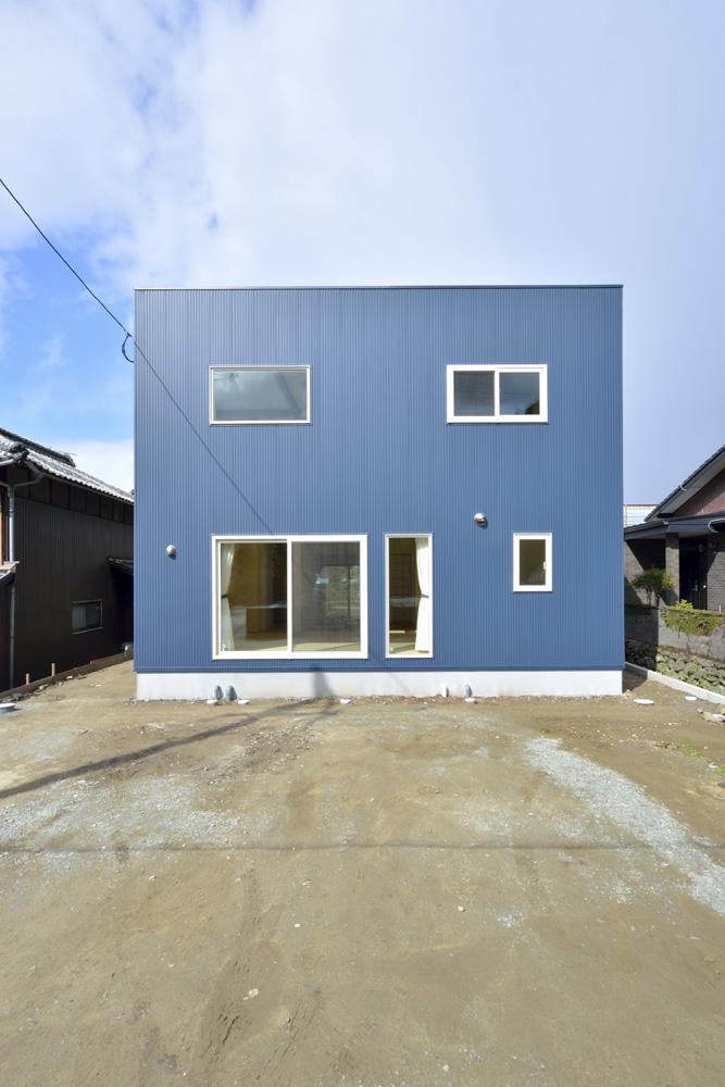 青と白の四角いお家、注文住宅Simple Box01