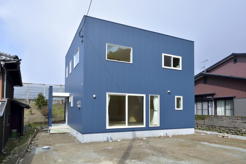 青と白の四角いお家、注文住宅Simple Box02