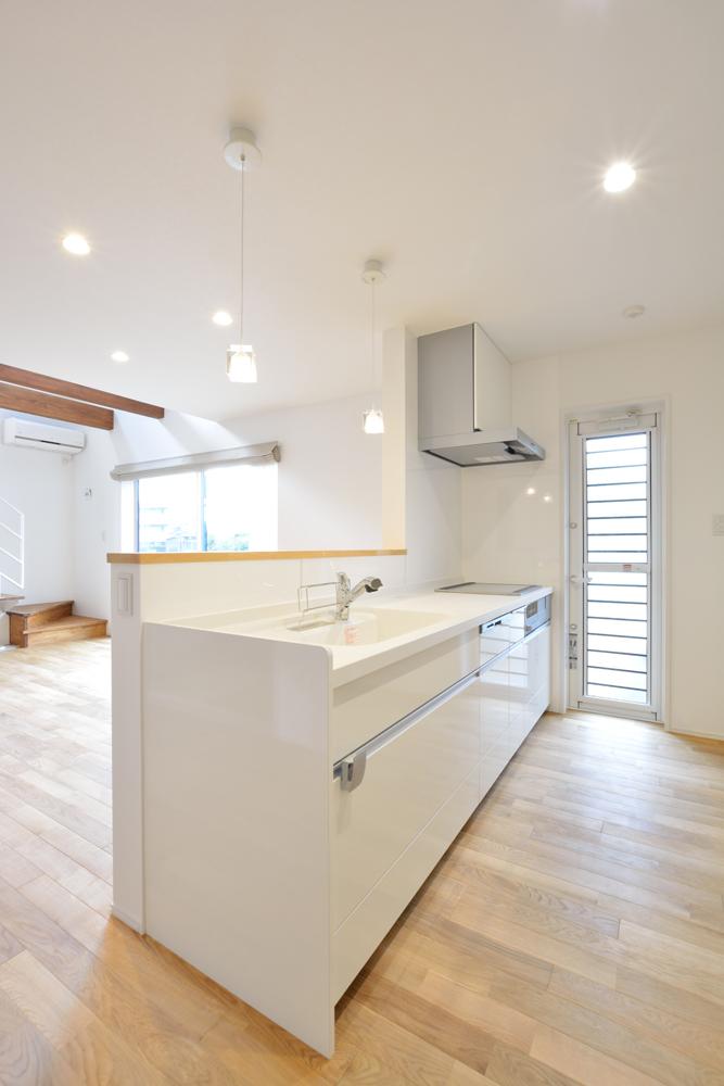 大きな吹き抜けと大きなフリースペースがある注文住宅Simple Box05