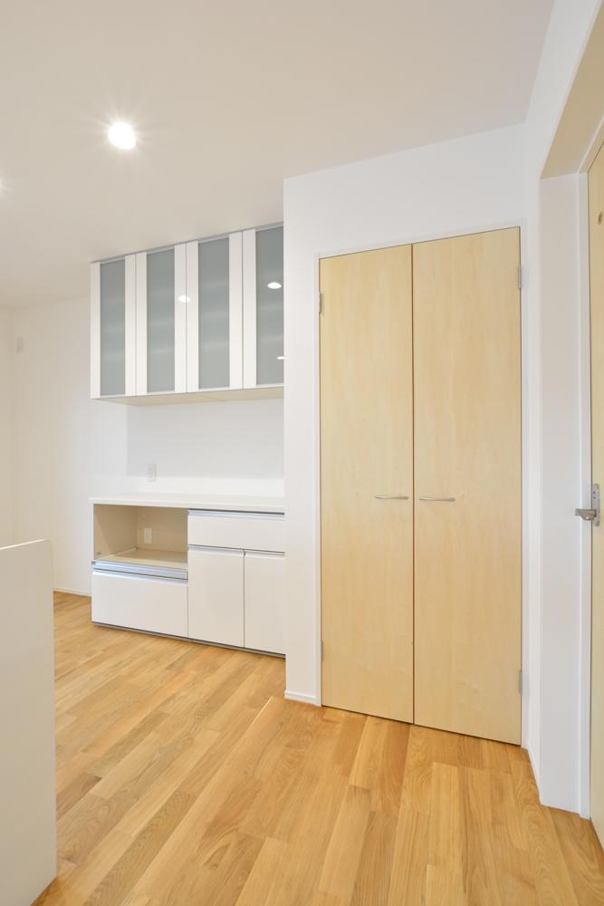 大きな吹き抜けと大きなフリースペースがある注文住宅Simple Box07