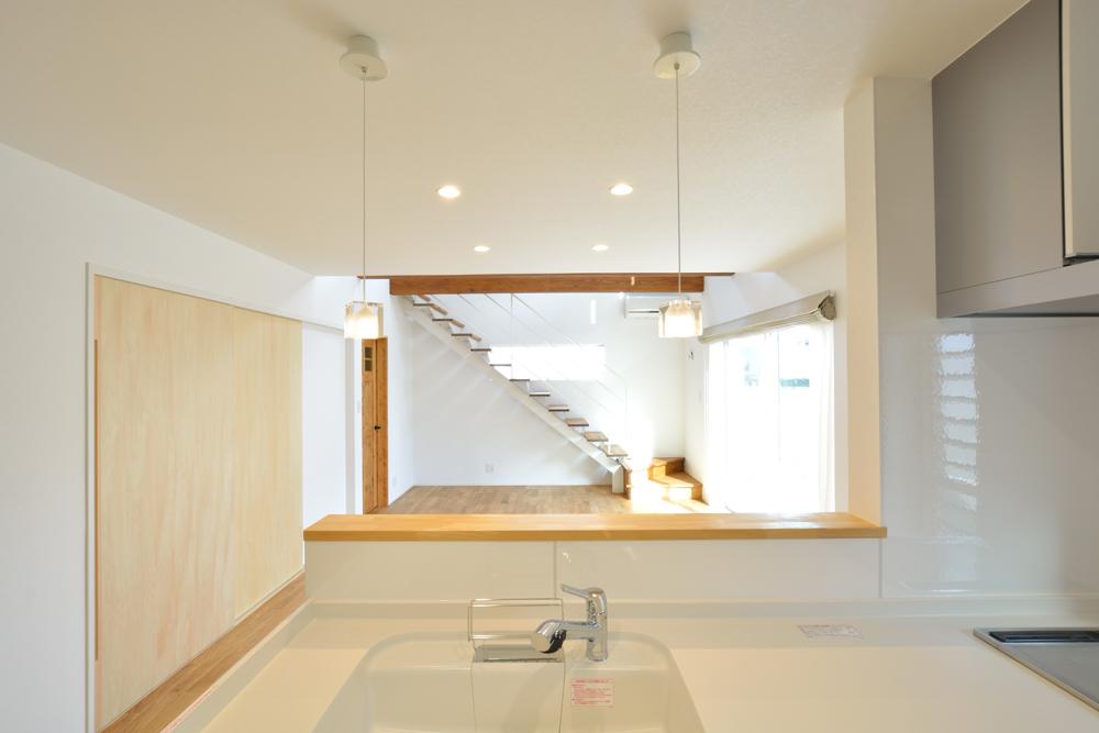 大きな吹き抜けと大きなフリースペースがある注文住宅Simple Box06