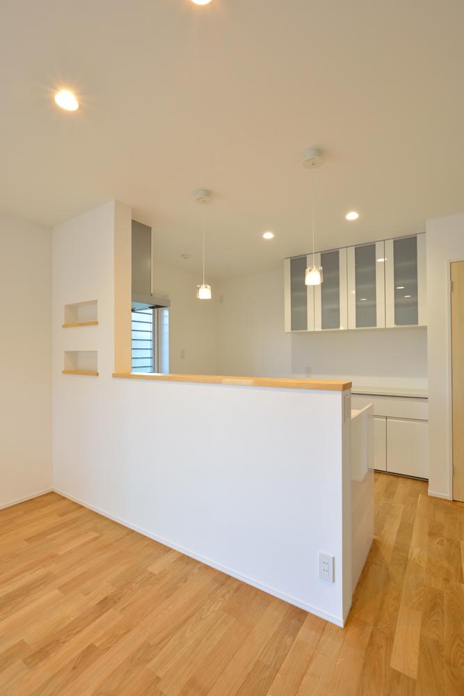 大きな吹き抜けと大きなフリースペースがある注文住宅Simple Box08