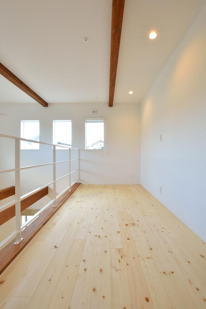 大きな吹き抜けと大きなフリースペースがある注文住宅Simple Box12
