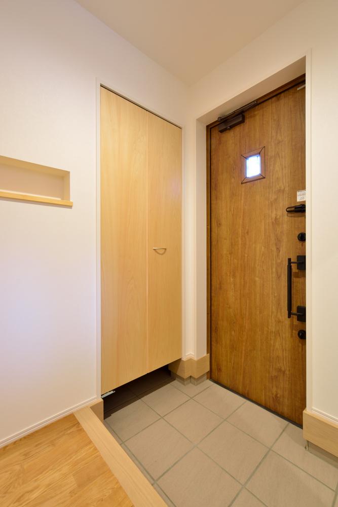 大きな吹き抜けと大きなフリースペースがある注文住宅Simple Box14