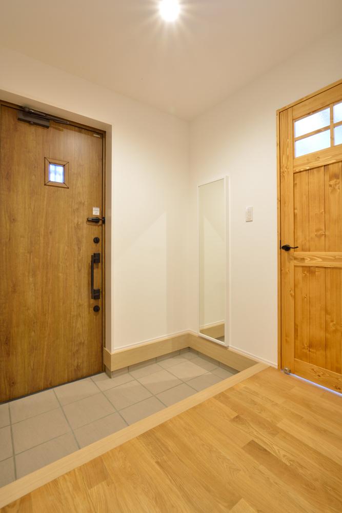大きな吹き抜けと大きなフリースペースがある注文住宅Simple Box13