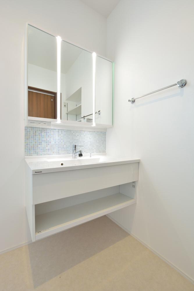 オリジナル収納やこだわりのキッチンスペースのある注文住宅HARMONY16