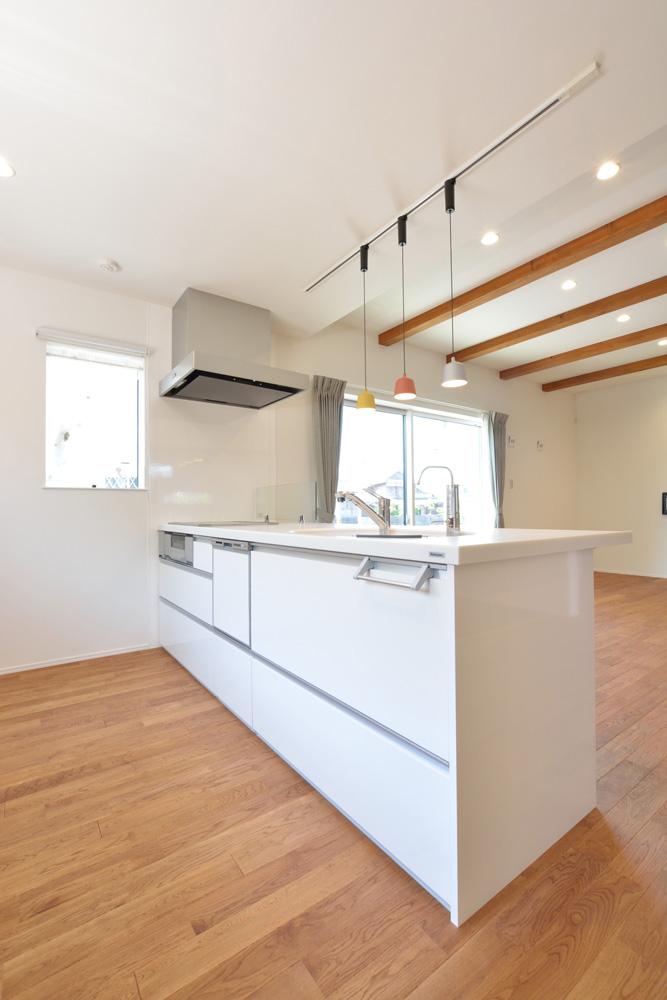 オリジナル収納やこだわりのキッチンスペースのある注文住宅HARMONY03
