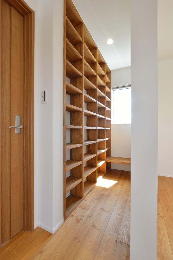 オリジナル収納やこだわりのキッチンスペースのある注文住宅HARMONY08