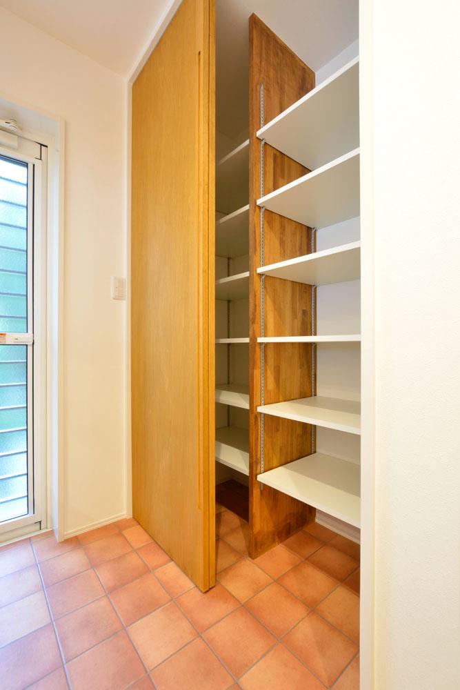 白と青の注文住宅 Simple Box+Box07