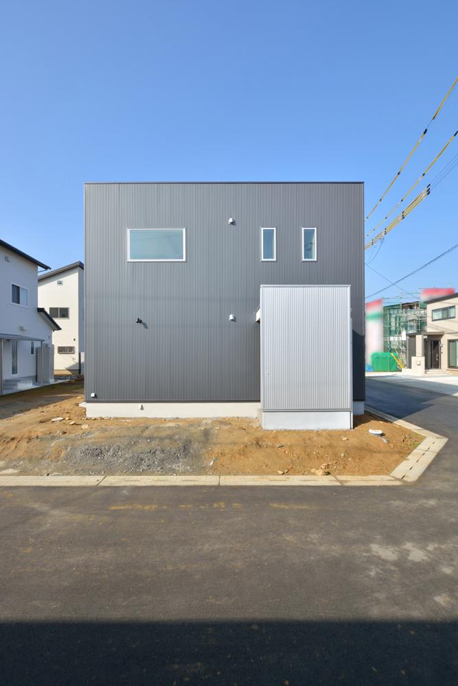 四角の黒いお家、注文住宅Simple Box(シンプルボックス)01