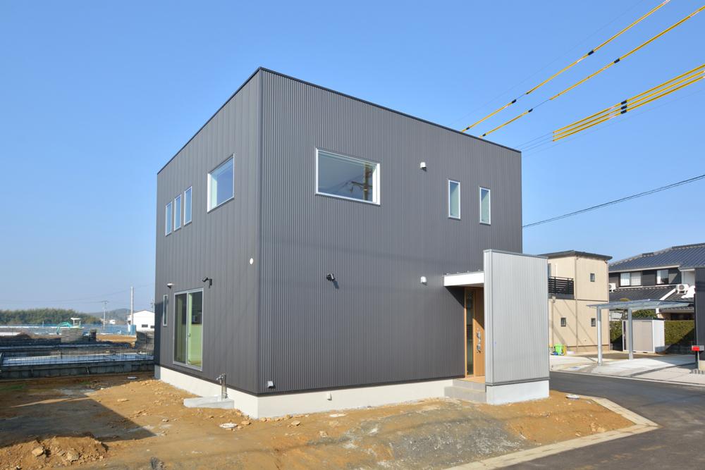 四角の黒いお家、注文住宅Simple Box(シンプルボックス)02